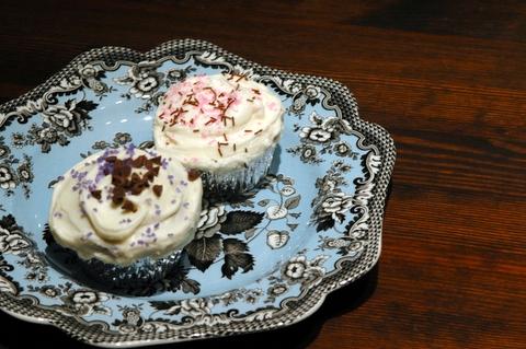 violetscakes.JPG