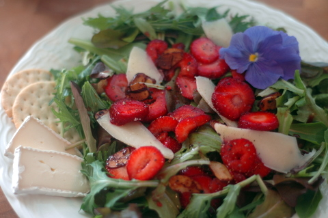strawberry-pepper-salad.jpg