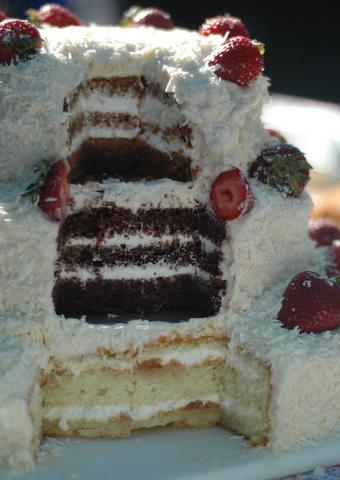jillandgavins-wedding-cake.jpg