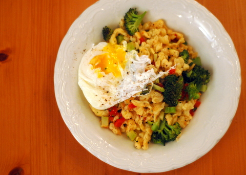 spaetzle-with-vegetables-and-poached-egg.jpg